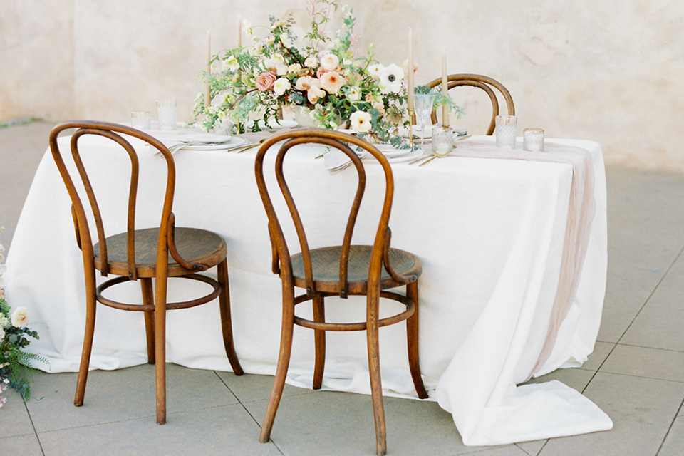 san-gabriel-mission-wedding-shoot-table-set-up-with-white-linens-and-soft-florals