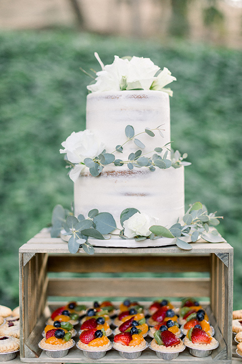 Circle-Oak-ranch-wedding-cake-with-white-fondant-and-white-flowers