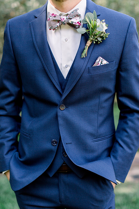 Circle-Oak-ranch-wedding-groom-close-up-in-a-cobalt-suit-with-a-floral-bowtie