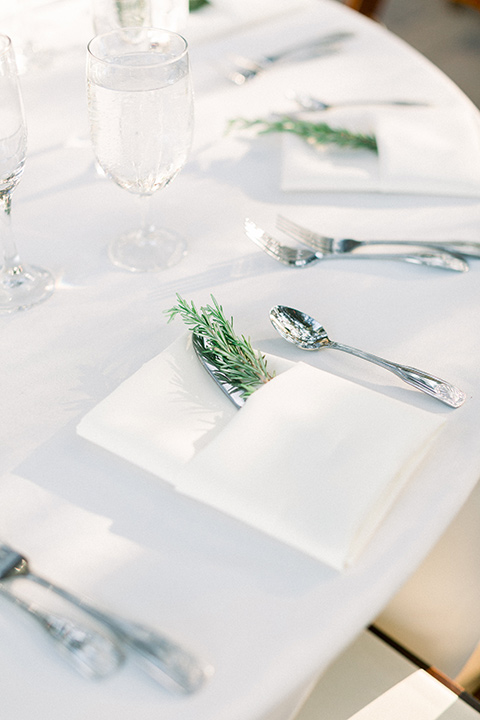 Circle-Oak-ranch-wedding-table-settings-in-all-white-and-with-a-small-touch-of-sage