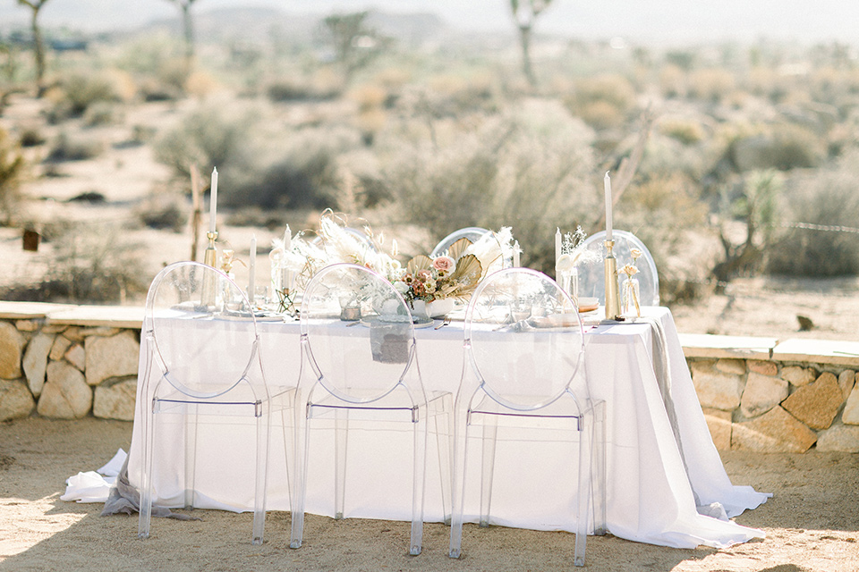 table with clear acrylic chairs and white flowing linens