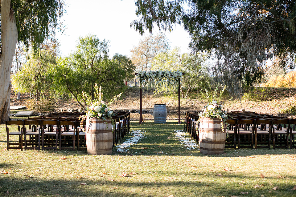 gallway-downs-wedding-ceremony-setup-with-wine-barrels-and-wooden-chairs