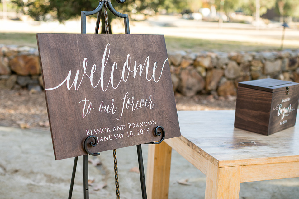 gallway-downs-wooden-wedding-welcome-sign