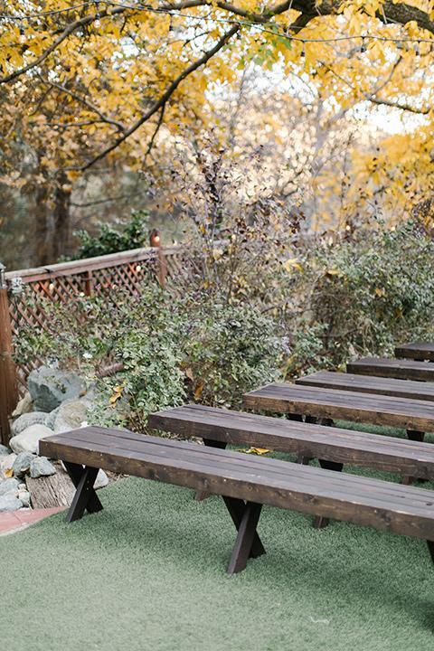 hidden-acres-wedding-benches
