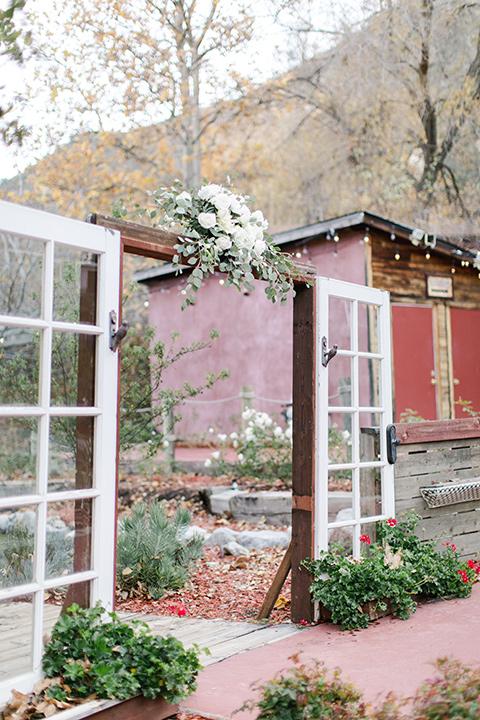 hidden-acres-wedding-ceremony-decor