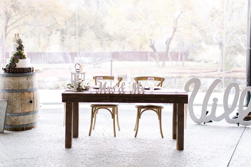 hidden-acres-wedding-sweetheart-table