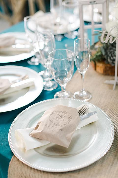 hidden-acres-wedding-table-decor