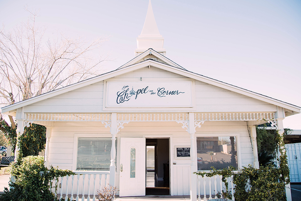 little-chapel-on-the-corner-las-vegas-wedding-shoot-the-chapel-from-the-outside