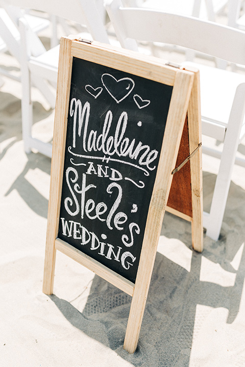 San-Diego-Beach-wedding-letter-board-with-welcome-to-the-wedding-sign