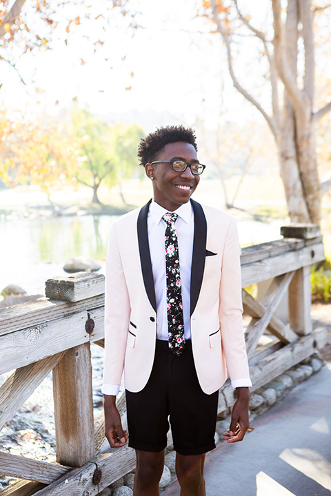 prom-looks-rose-mix-and-match-look-with-a-rose-coat-black-pants-and-patterned-long-tie
