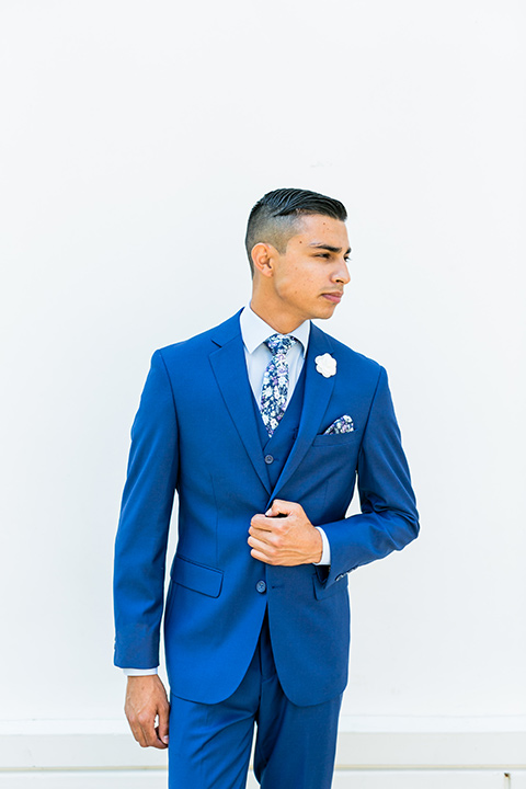 prom-looks-all-blue-look-with-floral-tie