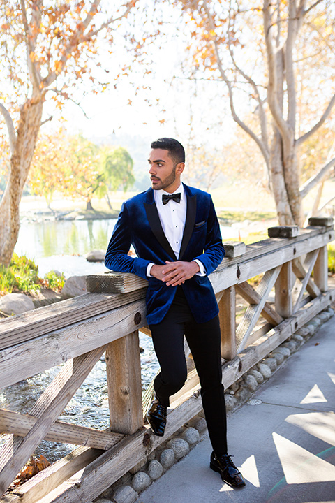 prom-looks-blue-velvet-tuxedo-with-black-pants-and-a-black-bow-tie