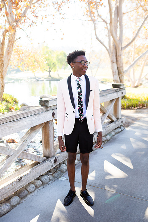 prom-look-shorts-with-a-blush-shawl-lapel-tuxedo