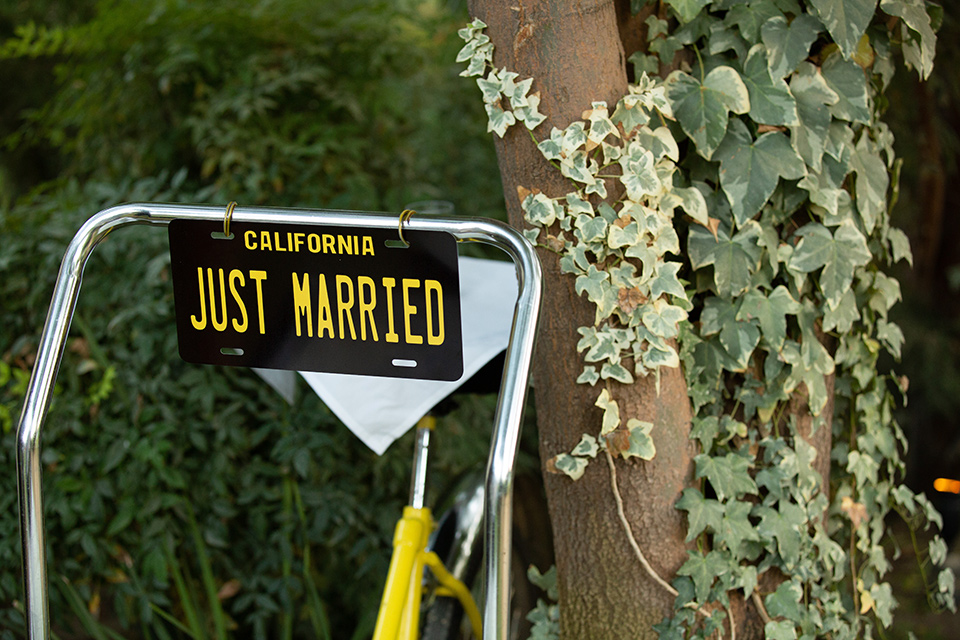 Palm-Springs-wedding-décor-bike-with-just-married-sign
