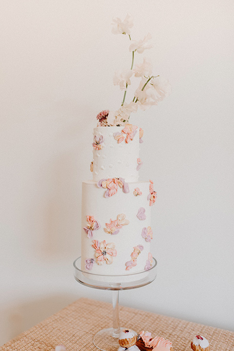 Rim-Rock-Ranch-Shoot-cake-with-white-fondant-and-blush-andpink-flower-details