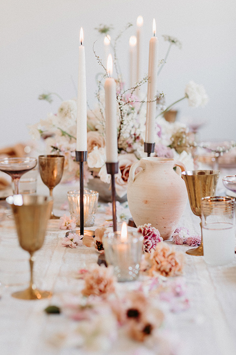 Rim-Rock-Ranch-Shoot-table-décor-with-white-and-pink-linens-and-gold-decor