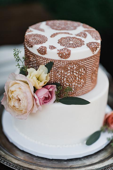 Olivas-Adobe-spanish-inspired-shoot-cake-with-spanish-lace-inspired-detailing