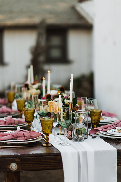 Olivas-Adobe-spanish-inspired-shoot-table-décor-with-wood-tables-white-linen-and-spanish-inspired-decor