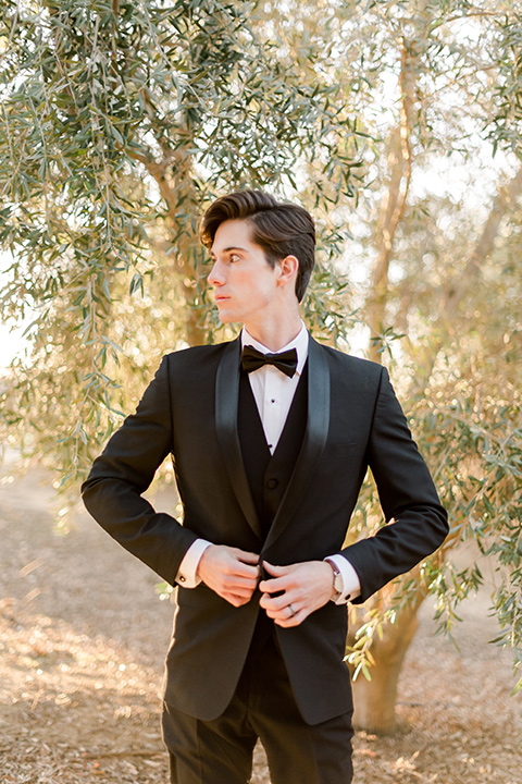 milagro-winery-groom-alone