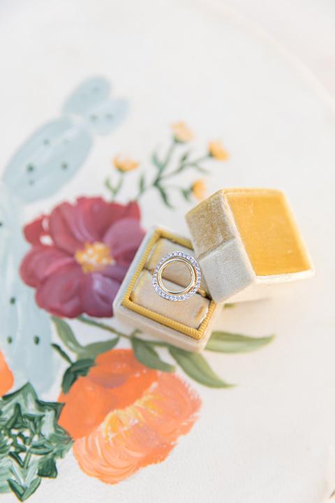 mustard gold ring box