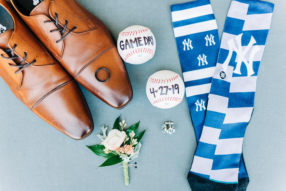 groom accessories