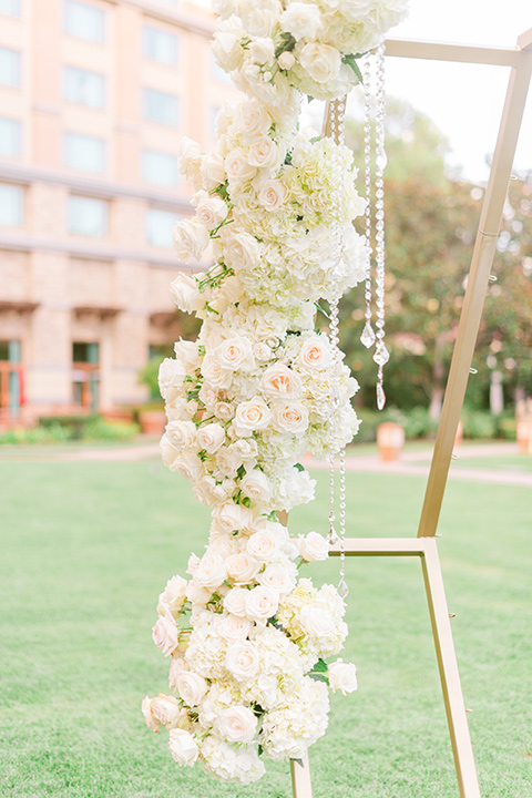 gold and white floral geometric ceremony decor