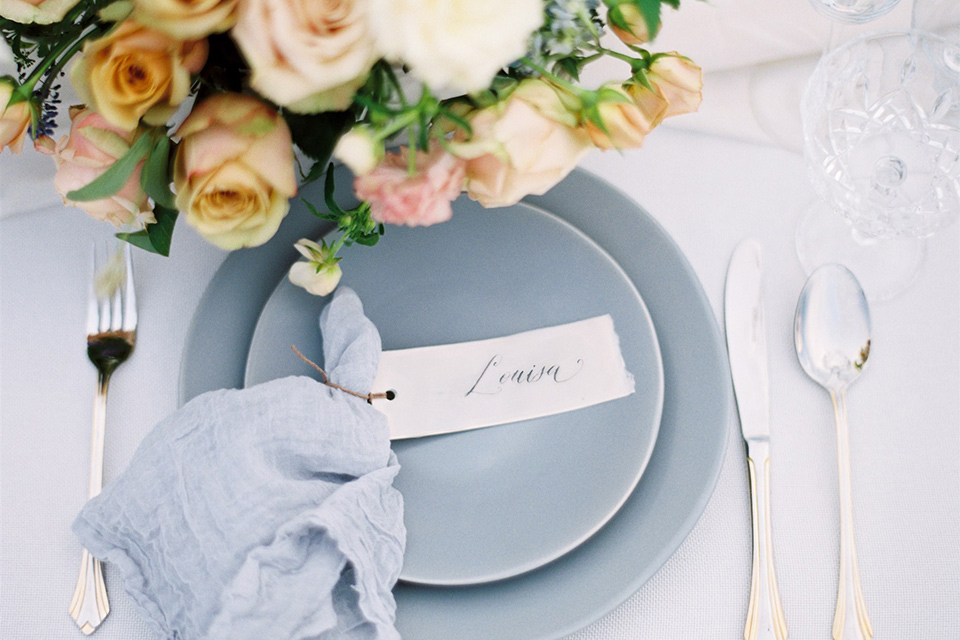 dusty blue and white table linens and decor