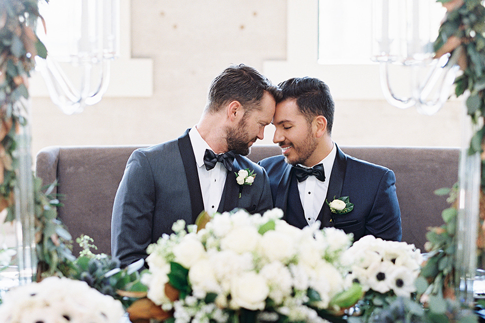 grooms in the same grey suit with 2 different color green ties