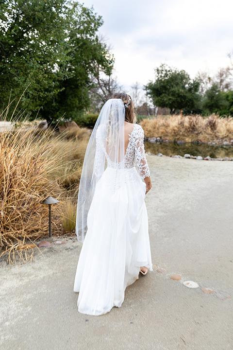 blue and red rustic garden wedding – bride