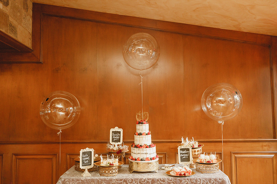 red and blue farmhouse wedding – desserts